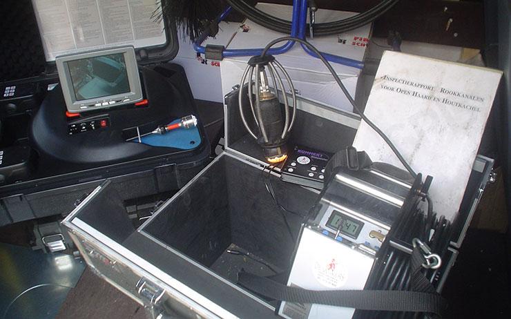 schoorsteenkanaal camera inspectie, camera in rookkanaal voor inspectie