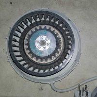 de-schoongemaakte-ventilator-uit-de-ventilatie-box